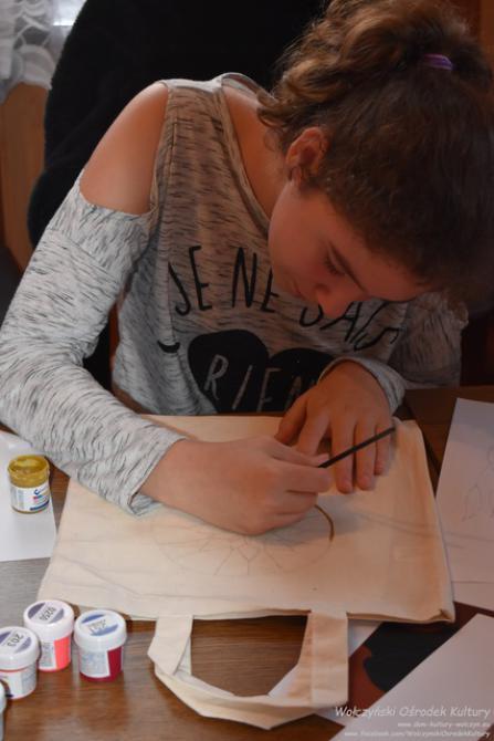 Galeria stempelkiem ozdabiane - na tkaninie malowane - Komorzno