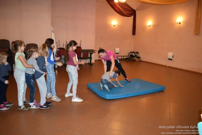 Galeria akrobatyczne warsztaty mażoretkowe Komorzno