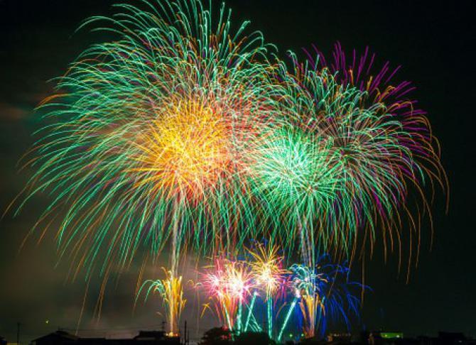 fireworks-180553__340.jpeg