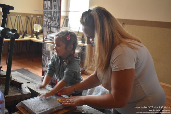 Galeria Czerpanie papieru i pisanie gęsim piórem